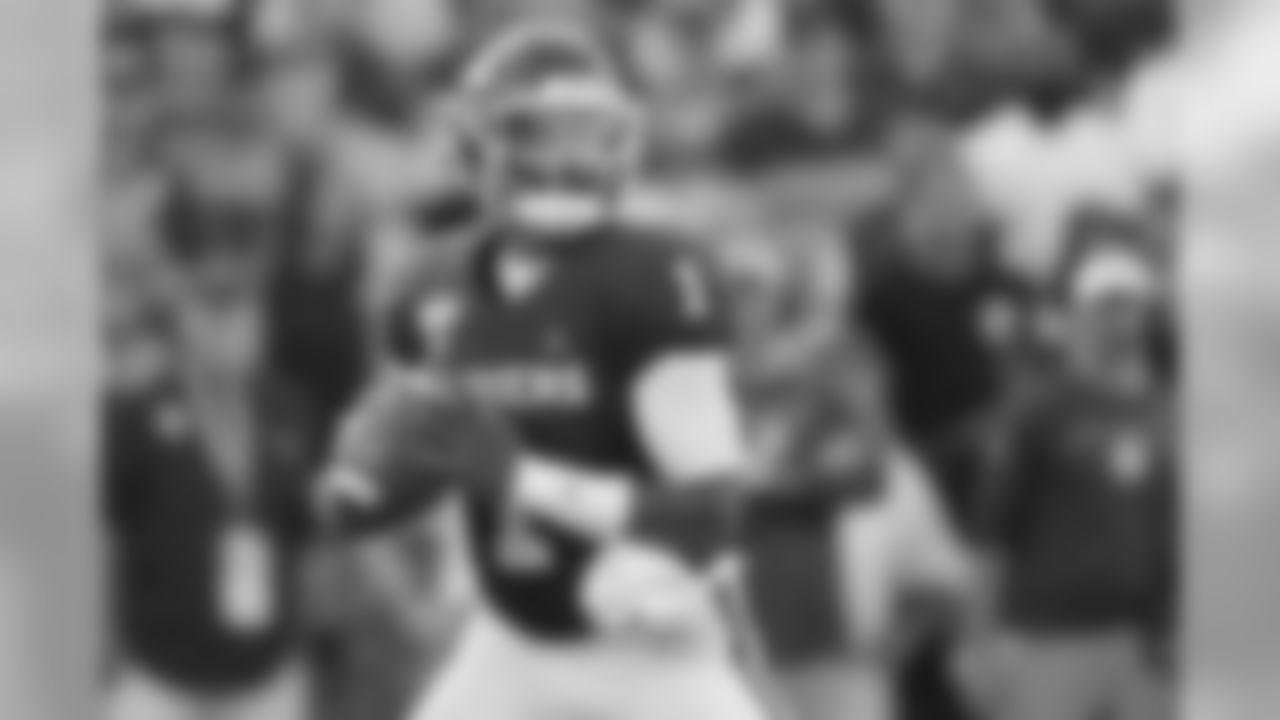 Oklahoma quarterback Jalen Hurts (1) throws in the second quarter of an NCAA college football game against South Dakota Saturday, Sept. 7, 2019, in Norman, Okla. (AP Photo/Sue Ogrocki)