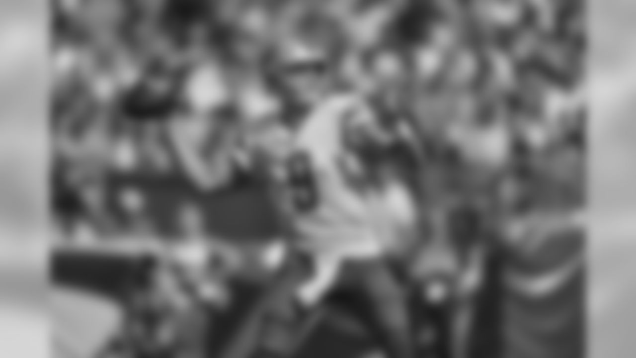 Passing yards leader: Quarterback Matthew Stafford (1,122).