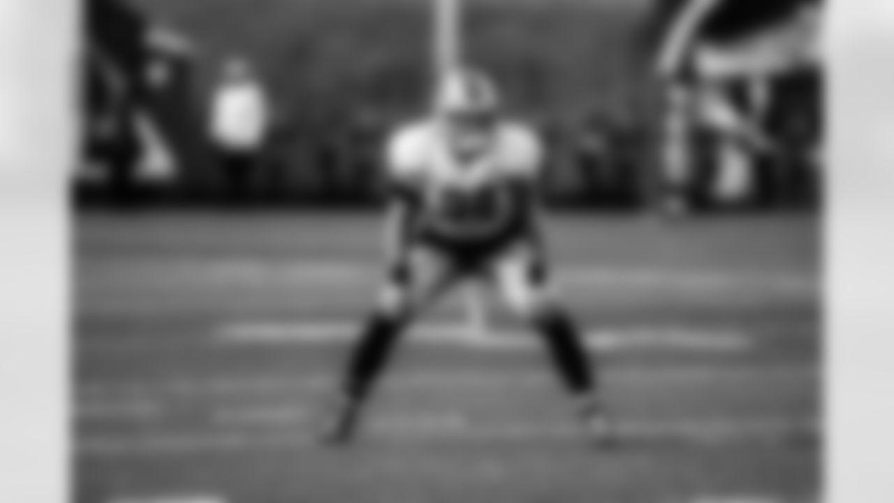 Linebacker Alex Anzalone (34)