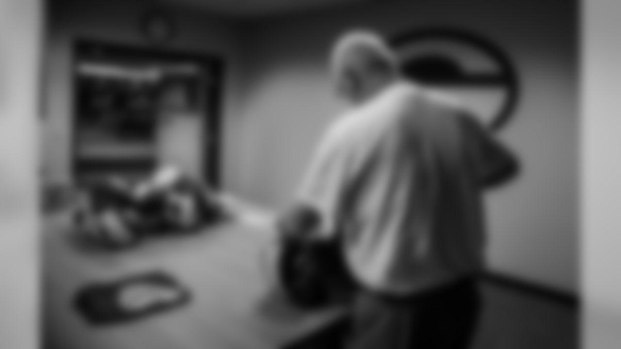 181111-locker-room-bobber-39