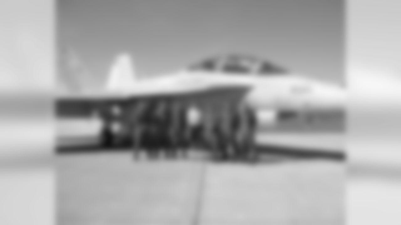 Mark Murphy Visits Sunday's Navy Flyover Jets And Pilots