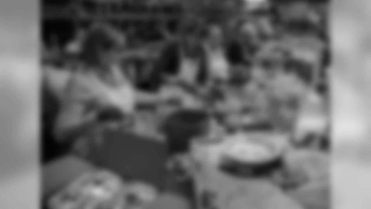 181121-thanksgiving-prep-melton-9