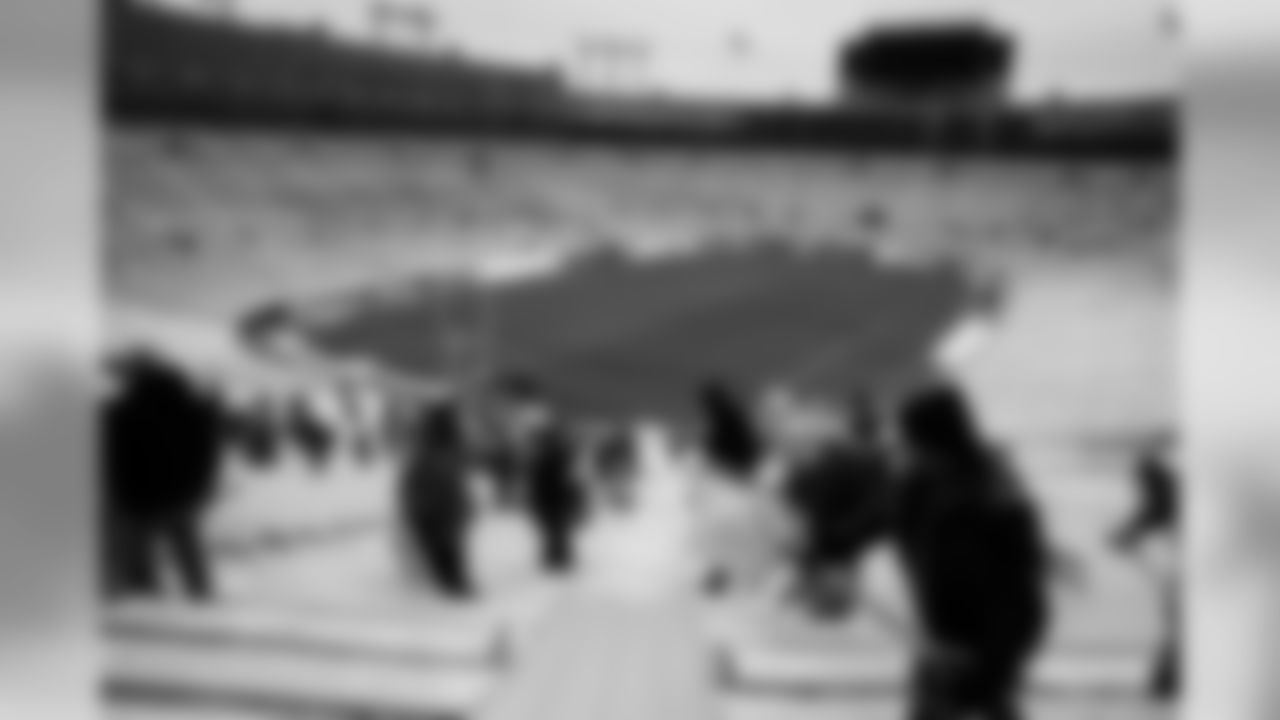 191204-fans-shovel-6