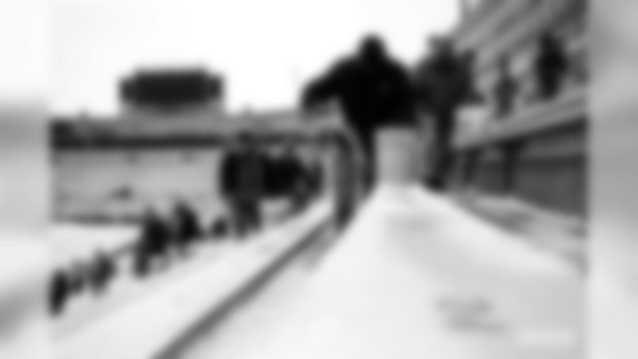 191213-shoveling-snow-4