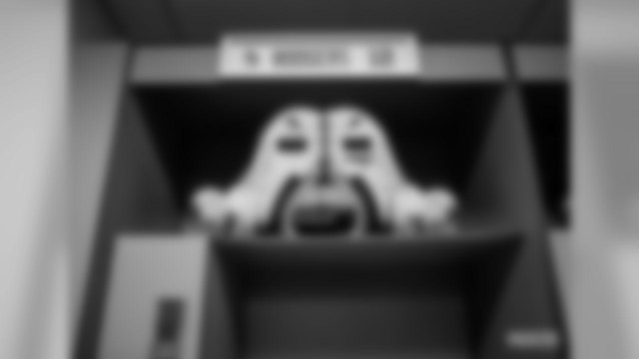 200119-locker-room-bobber-WM-002