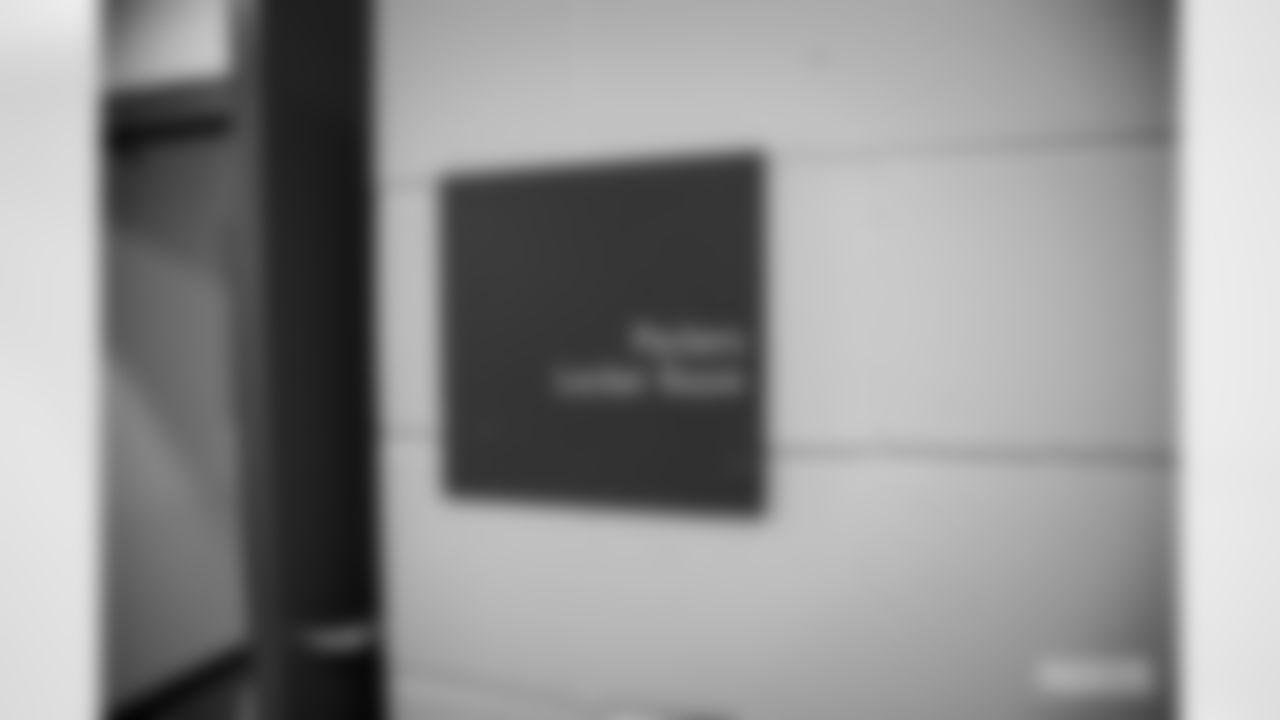 201206-eagles-locker-room-01
