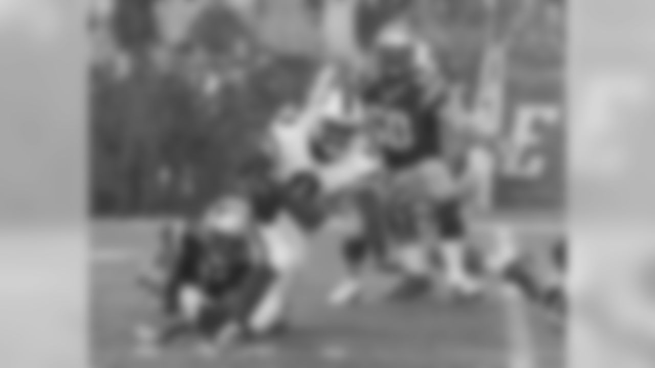 Sealver Siliga sacks Bills QB Thad Lewis