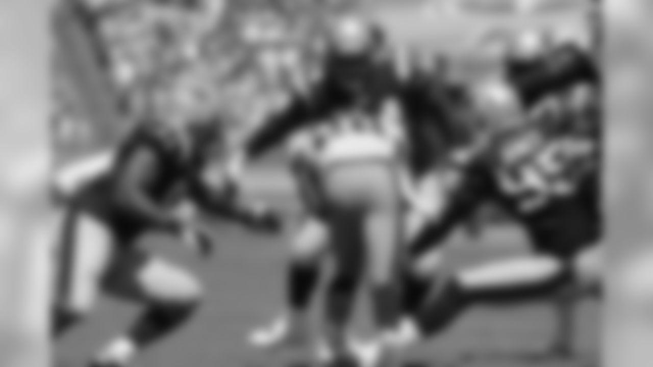 Chris Johnson runs into the Patriots defense