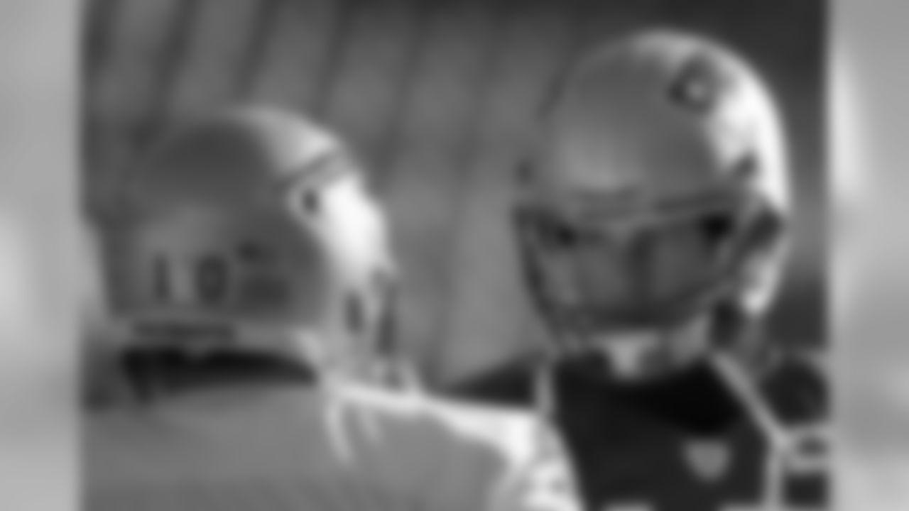 Tom Brady talks with Austin Collie