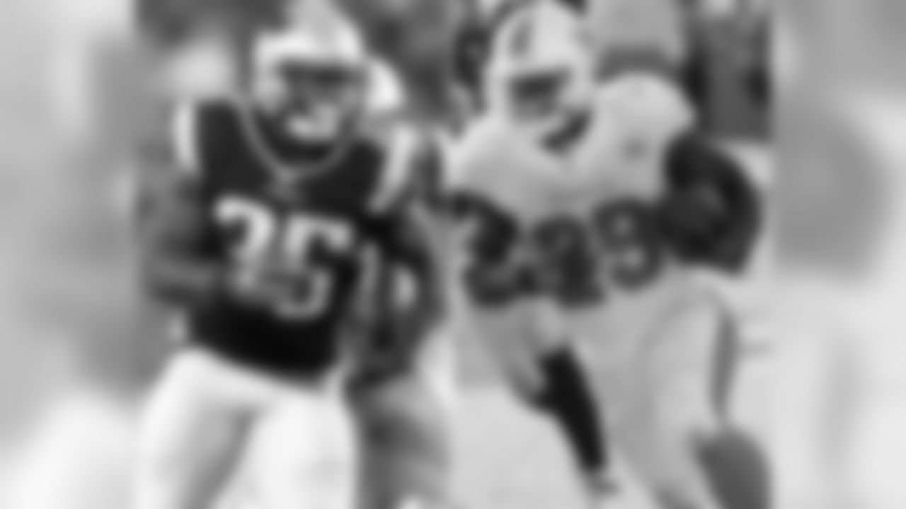 Dolphins RB Jonas Gray spent the beginning of the 2014 season on the Patriots practice squad before being signed to the active roster on Oct. 16th. He played in eight games with three starts for the Patriots in 2014, including a game against the Indianapolis Colts on Nov. 16, in which he rushed for 201 yards on 38 carries during a 42-20 Patriots victory.