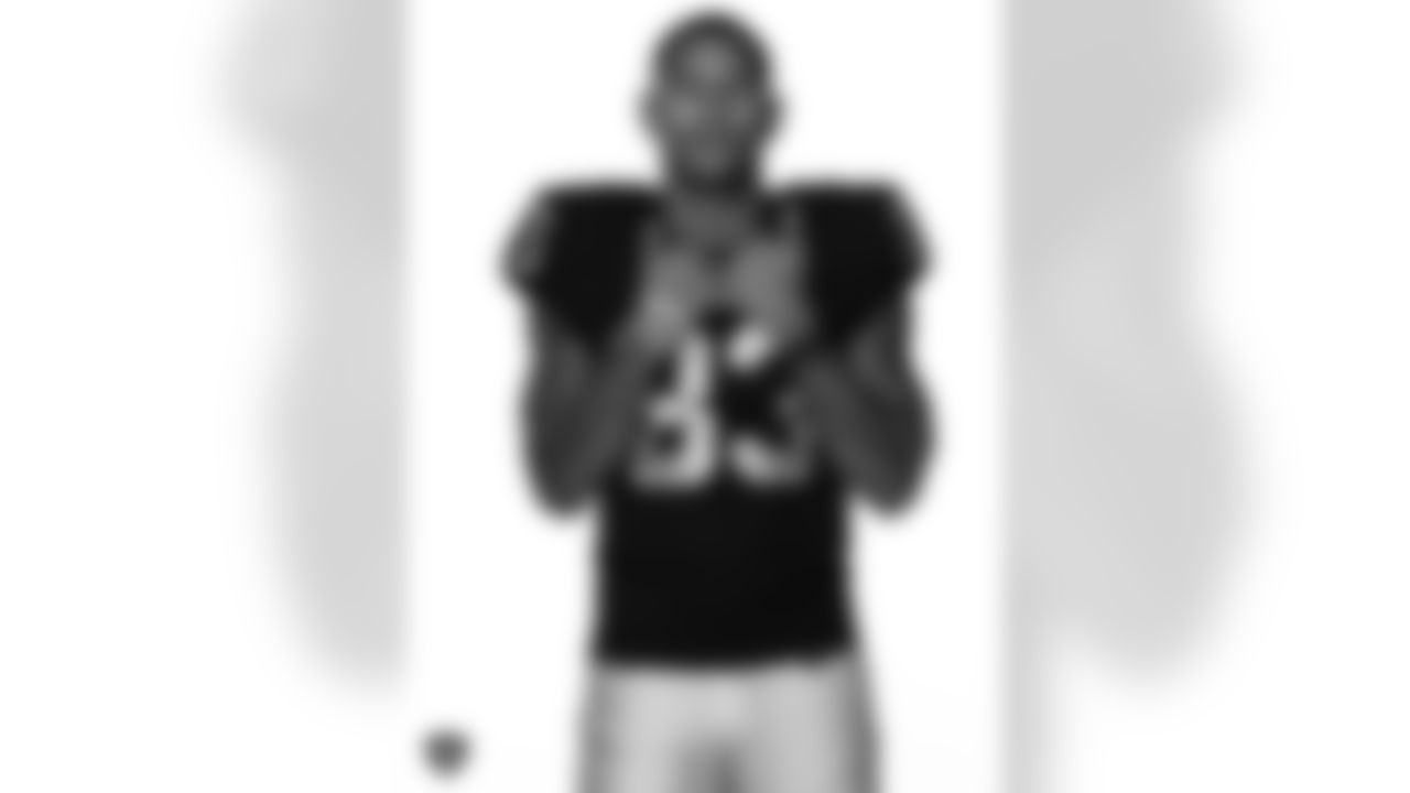 Las Vegas Raiders tight end Darren Waller poses for a photo at the 2020 Las Vegas Raiders Media Day.