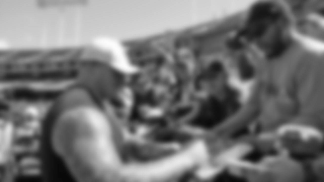 Raiders guard Richie Incognito (64) signs autographs for fans before the Raiders preseason game against the Los Angeles Rams.
