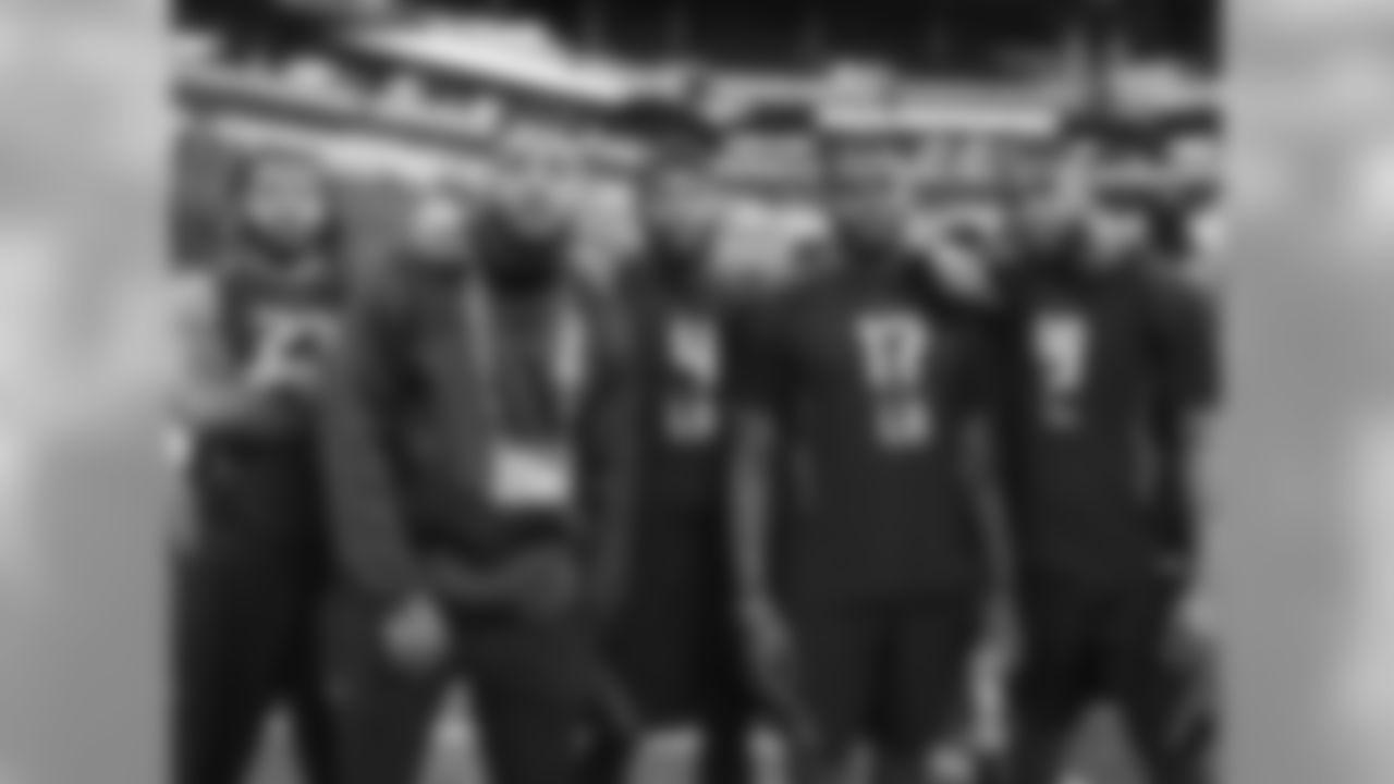 Stanford linebacker Peter Kalambayi, Wisconsin linebacker Jack Cichy, Washington linebacker Keishawn Bierria, Auburn linebacker Jeff Holland and Jacksonville State linebacker Darius Jackson (Todd Rosenberg/Associated Press)