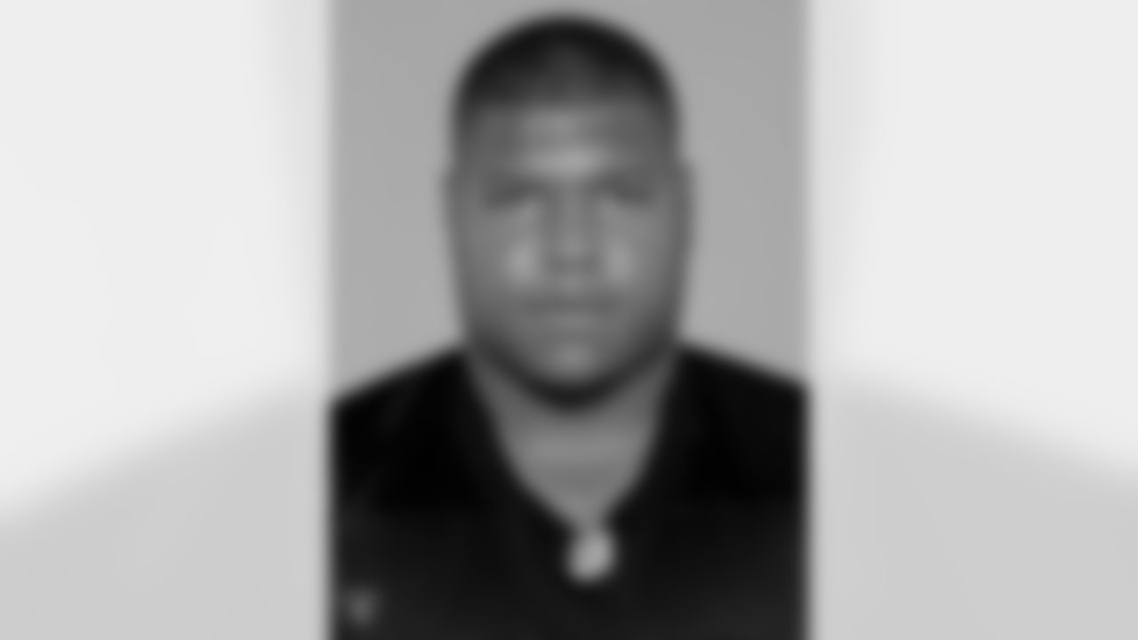 Lincoln Kennedy played in 121 games with 119 starts in eight years with the Raiders. He was selected for three Pro Bowls and named 1st Team All-Pro once. Kennedy anchored a line for an offense that led the NFL in rushing in 2000 and total offense in 2002, and was a key member of three straight AFC West championship squads and started at right tackle in Super Bowl XXXVII.