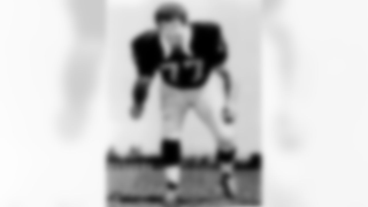 Ron Mix joined the Raiders in 1971 after 10 years with the San Diego Chargers. He played in 12 games with four starts. Mix was inducted into the Pro Football Hall of Fame in 1979.