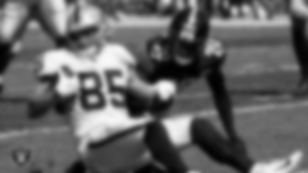 Las Vegas Raiders tight end Derek Carrier (85) during the regular season game against the Pittsburgh Steelers at Heinz Field.