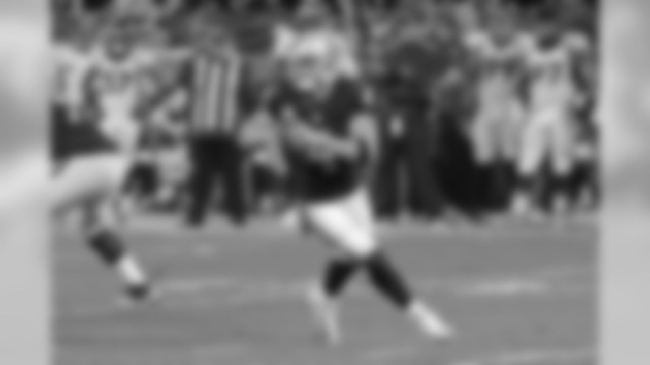Derek Carr 1st in AFC in completions (234)