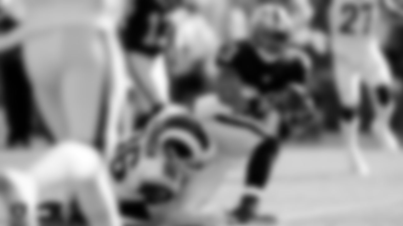 Raiders running back DeAndré Washington (33) scores a touchdown during the Raiders preseason game against the Los Angeles Rams.