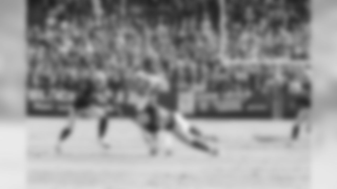 Nnamdi Asomugha and Kirk Morrison bring down the Kansas City receiver.