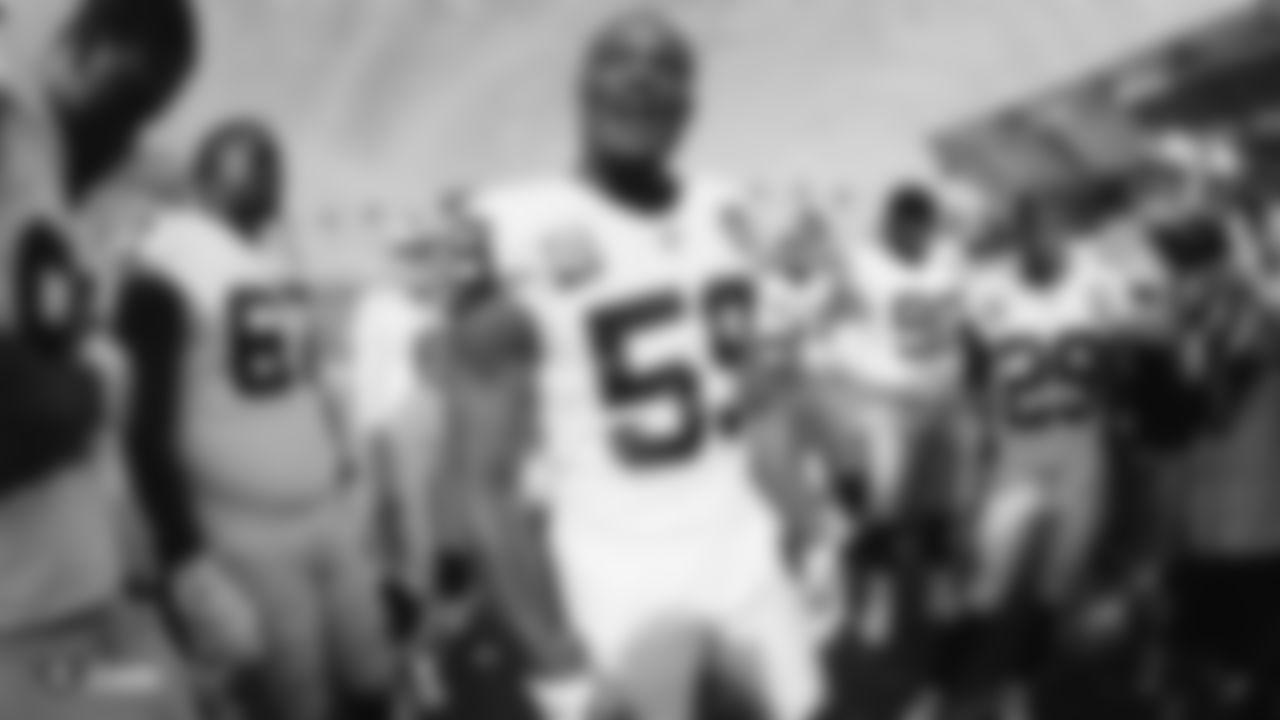 Raiders linebacker Tahir Whitehead (59) before the regular season game against the Los Angeles Chargers.
