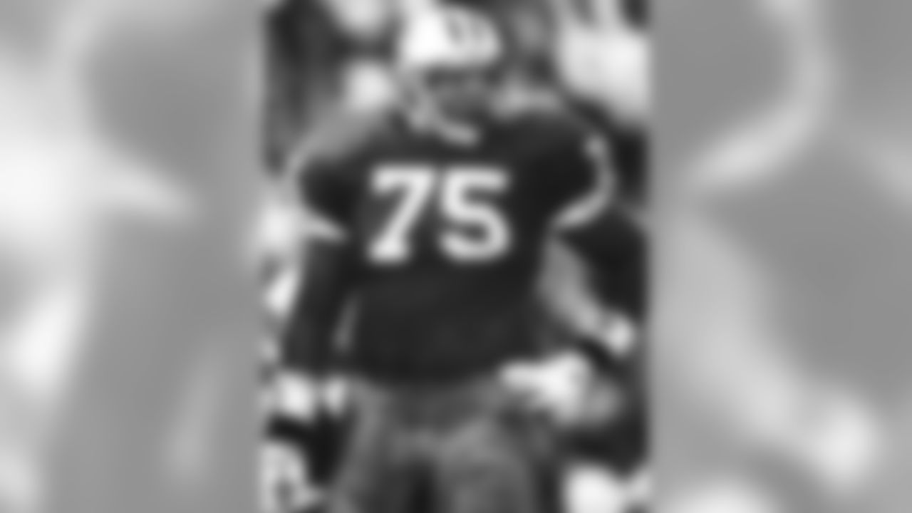 Former Raiders offensive tackle Lincoln Kennedy, who has been selected for the Pac-12 Hall of Honor, played in 121 games with 119 starts in eight years with the Raiders. He was selected for three Pro Bowls and named 1st Team All-Pro once. He anchored a line for an offense that led the NFL in rushing in 2000 and total offense in 2002, and was a key member of three straight AFC West championship squads and started at right tackle in Super Bowl XXXVII.