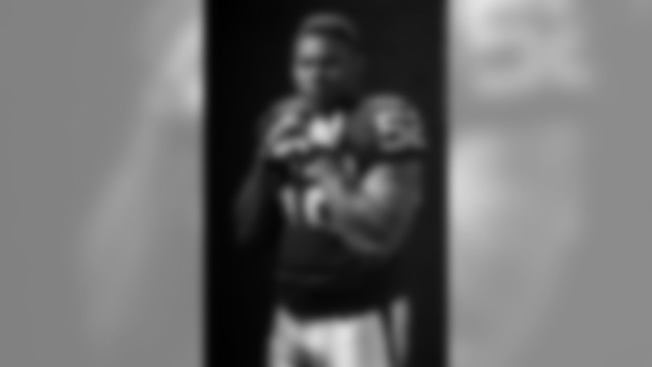 Oakland Raiders linebacker Khalil Mack (52) poses for a portrait during the NFLPA Rookie Premiere on Saturday, May 31, 2014 in Los Angeles. (Ric Tapia/AP Images for NFL Players Inc.)