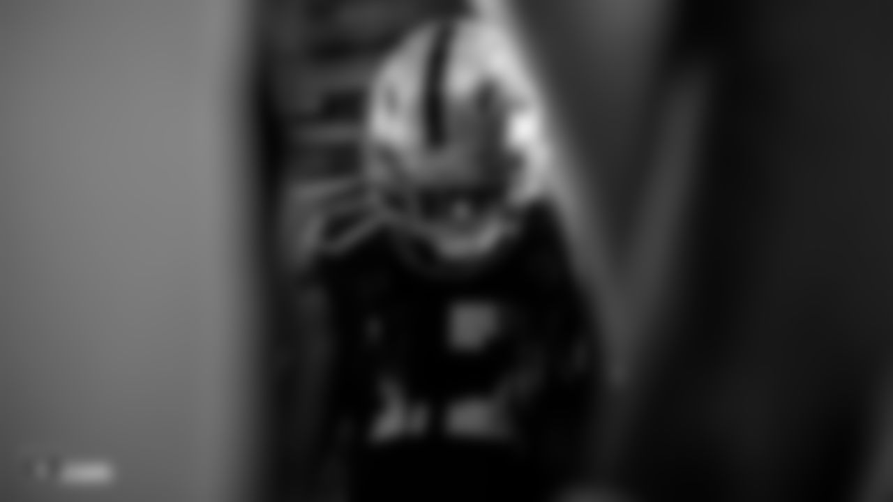 Raiders wide receiver/return specialist Dwayne Harris (17) in the tunnel before the Raiders regular season game against the Kansas City Chiefs.