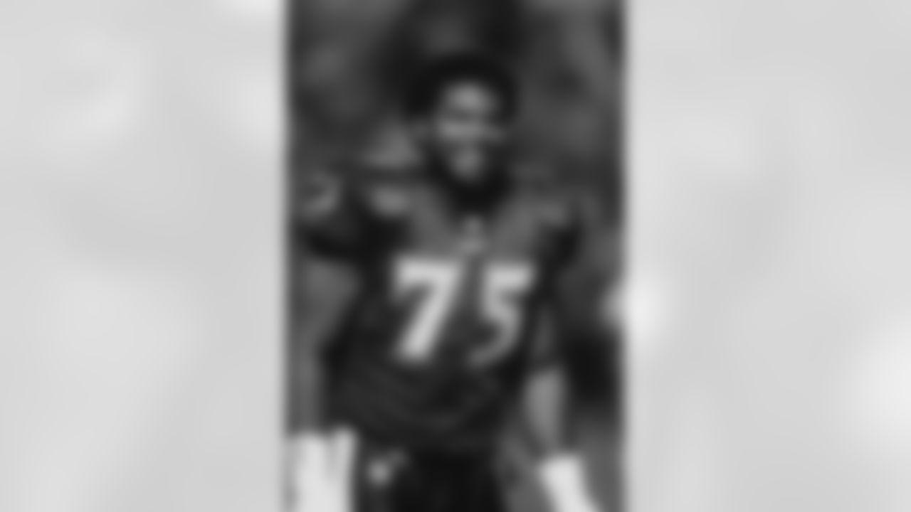 T Jonathan Ogden  1996 Draft - Round 1, Pick 4