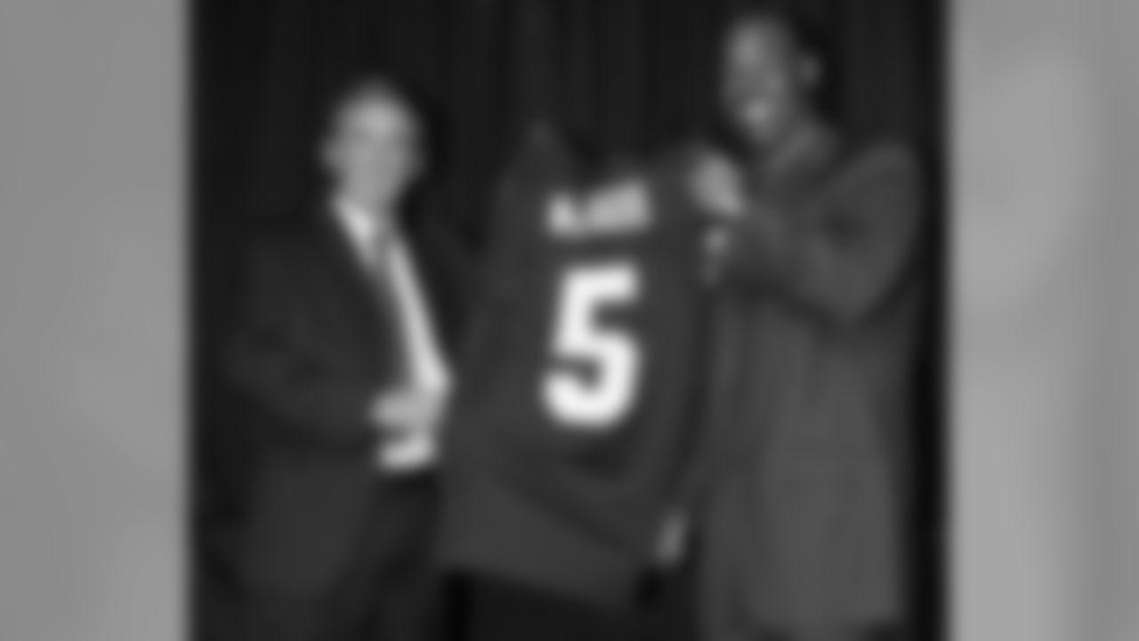 Mike Shanahan, Donovan McNabb hold up his No. 5 jersey. (Ned Dishman Photo)