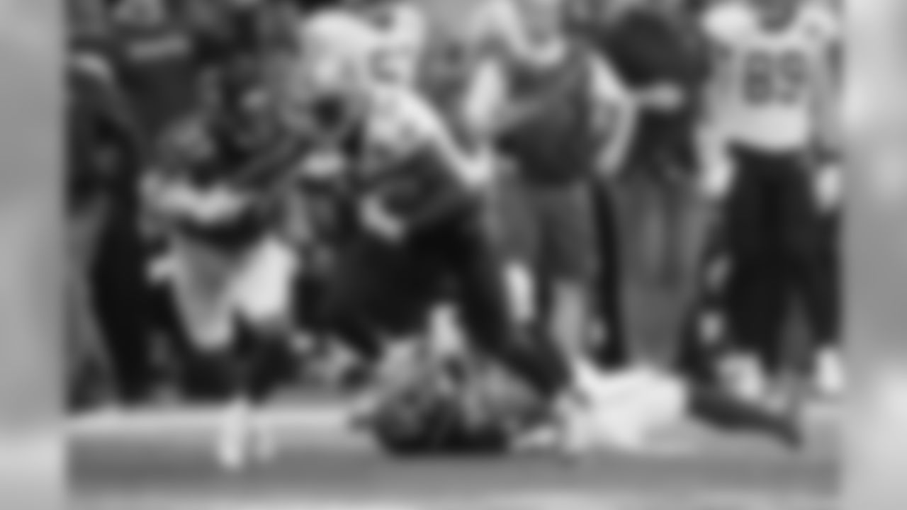 New Orleans Saints wide receiver Michael Thomas (13) runs past Atlanta Falcons cornerback Brian Poole (34) and Atlanta Falcons cornerback Ricardo Allen (37) during the first half of an NFL football game, Sunday, Sept. 23, 2018, in Atlanta. (AP Photo/David Goldman)