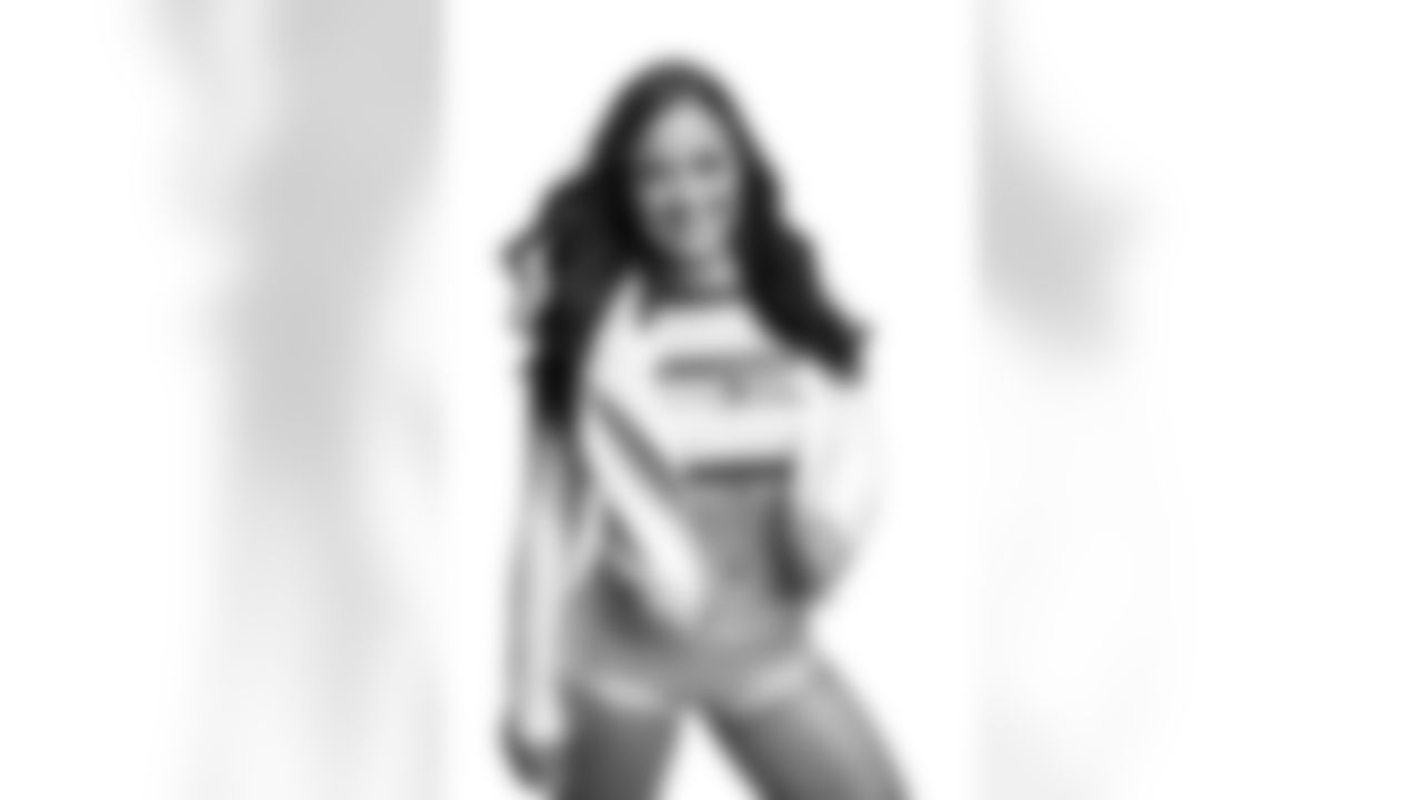 Seahawks Dancer Katrina has glamour shots taken prior to the 2021 season.