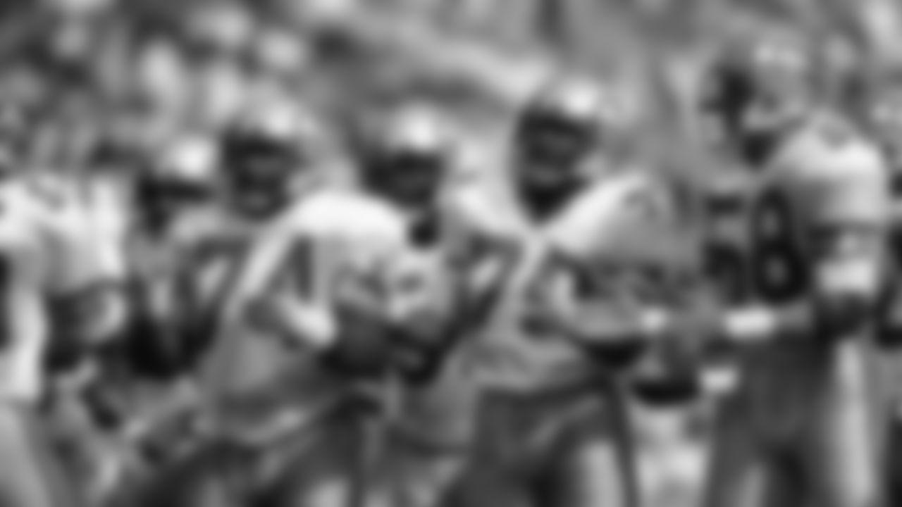 2021_ThrowbackHelmets-SeahawksLegends_SLIDE_  074