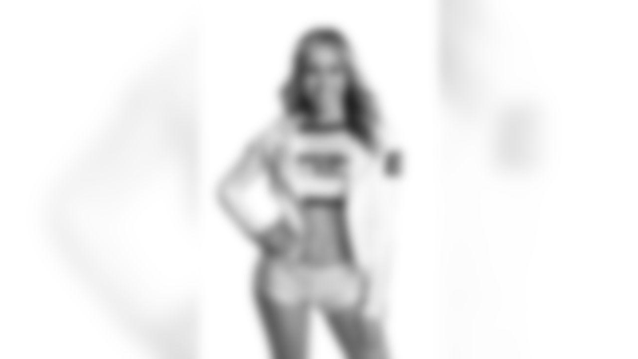 Seahawks Dancer Brianna has glamour shots taken prior to the 2021 season.
