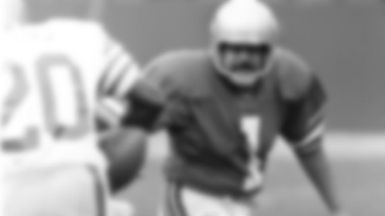 Through-The-Years-49ers-tb_Herrera to tckle vs 49ers 1979