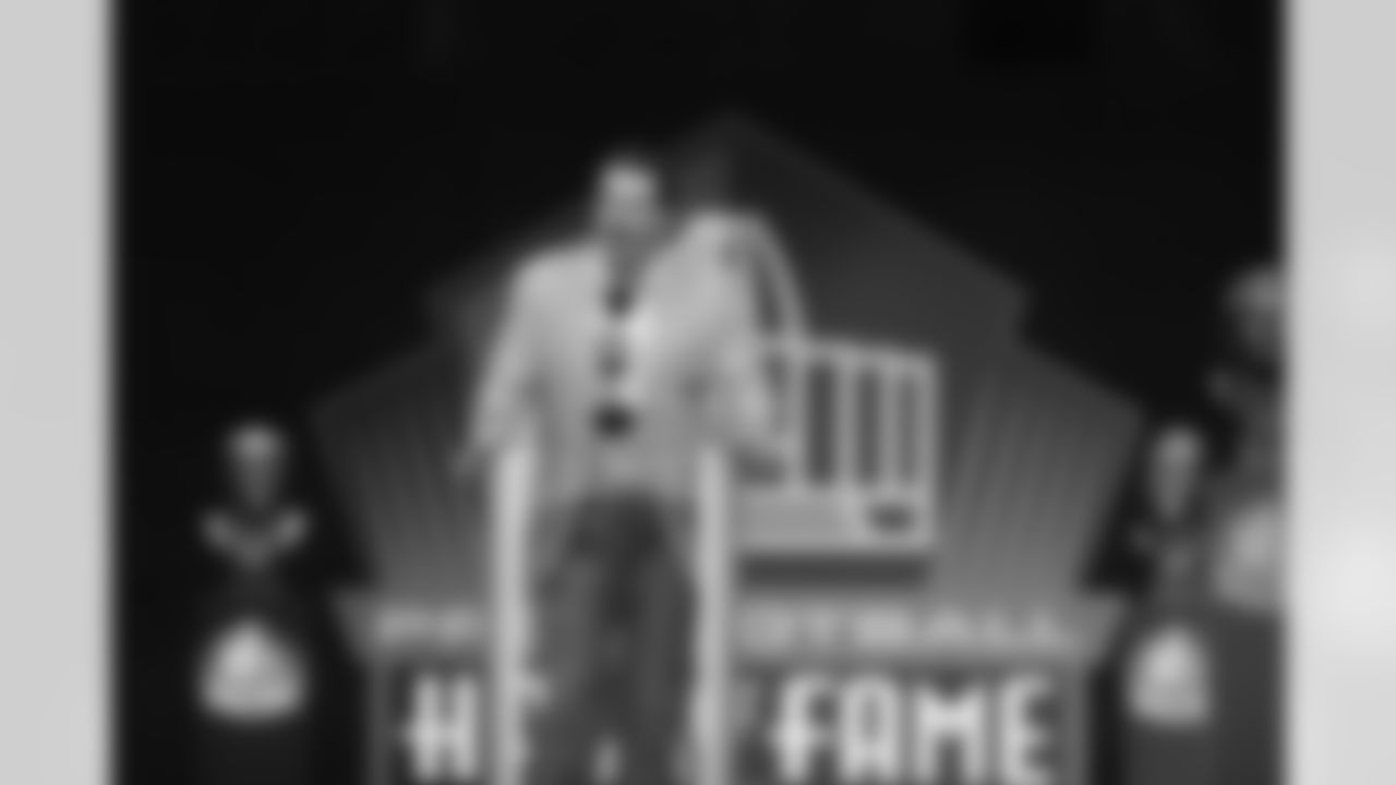 Steve Hutchinson at the podium during the Pro Football Hall of Fame Class of 2020 Enshrinement Ceremony on Saturday, August 7, 2021 in Canton, Ohio. (Aaron Doster/NFL)