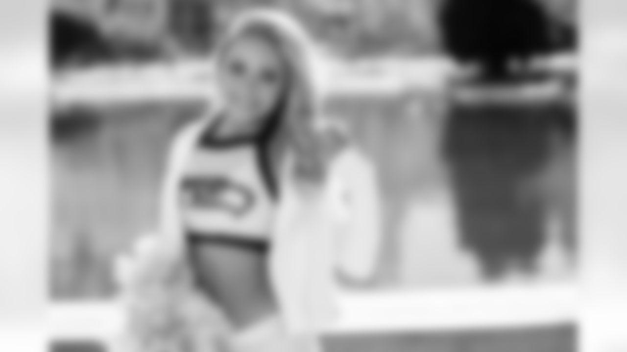 201116-dancers-kelsey-action-04