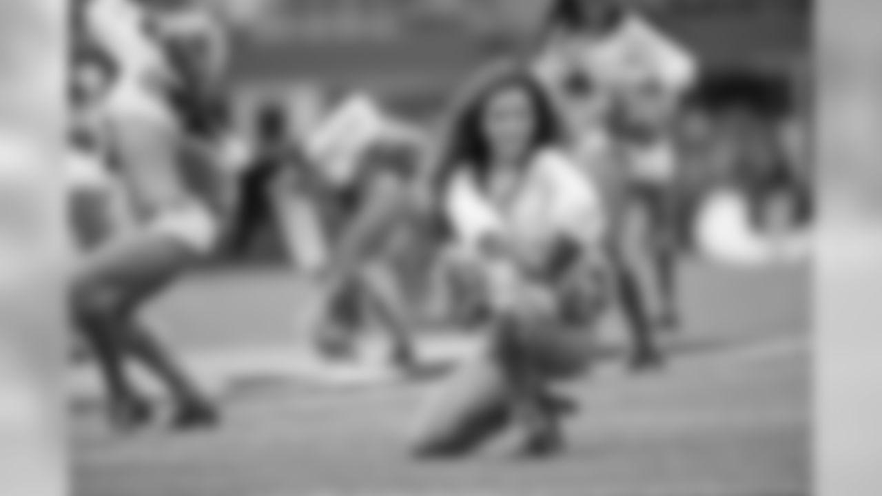 temp20121014_Seahawks_Patriots_SeaGals-17.jpg