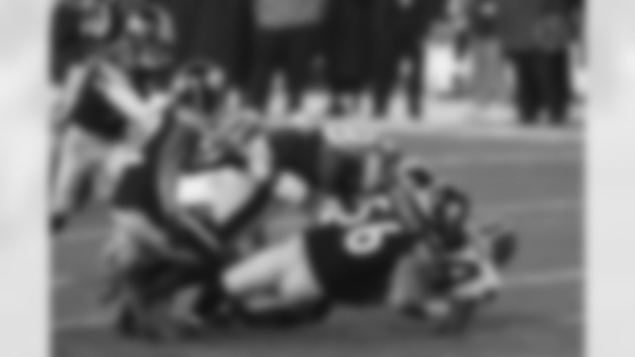 Pittsburgh Steelers linebacker Vince Williams (98), Pittsburgh Steelers linebacker Alex Highsmith (56) and Pittsburgh Steelers cornerback Steven Nelson (22) during a postseason Wild Card Round game between the Pittsburgh Steelers and the Cleveland Browns, Sunday, Jan. 10, 2021 in Pittsburgh, PA. (Jared Wickerham / Pittsburgh Steelers)