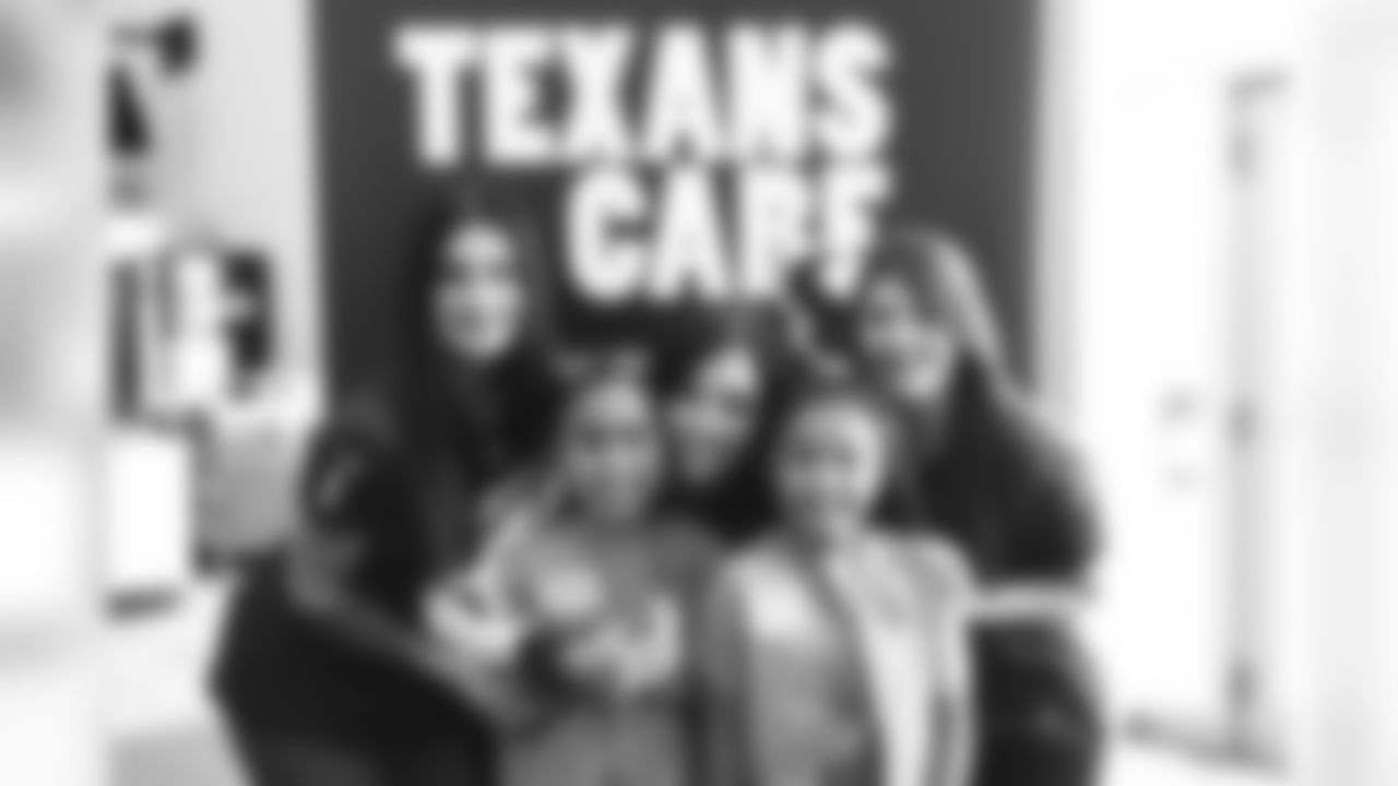 2019_1011_CD_LadyTexans&GirlScouts_0058