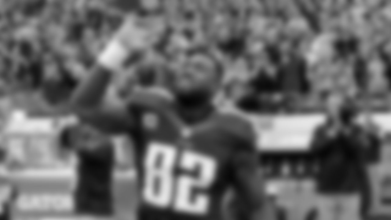 Tennessee Titans tight end Delanie Walker waves before an NFL football game between the Titans and the Jacksonville Jaguars Sunday, Dec. 6, 2015, in Nashville, Tenn. (AP Photo/James Kenney)