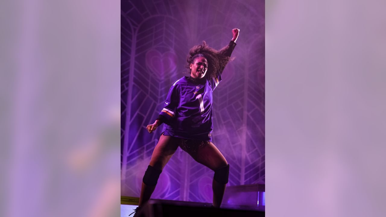 Lizzo Wears Vikings Jersey Performing Truth Hurts