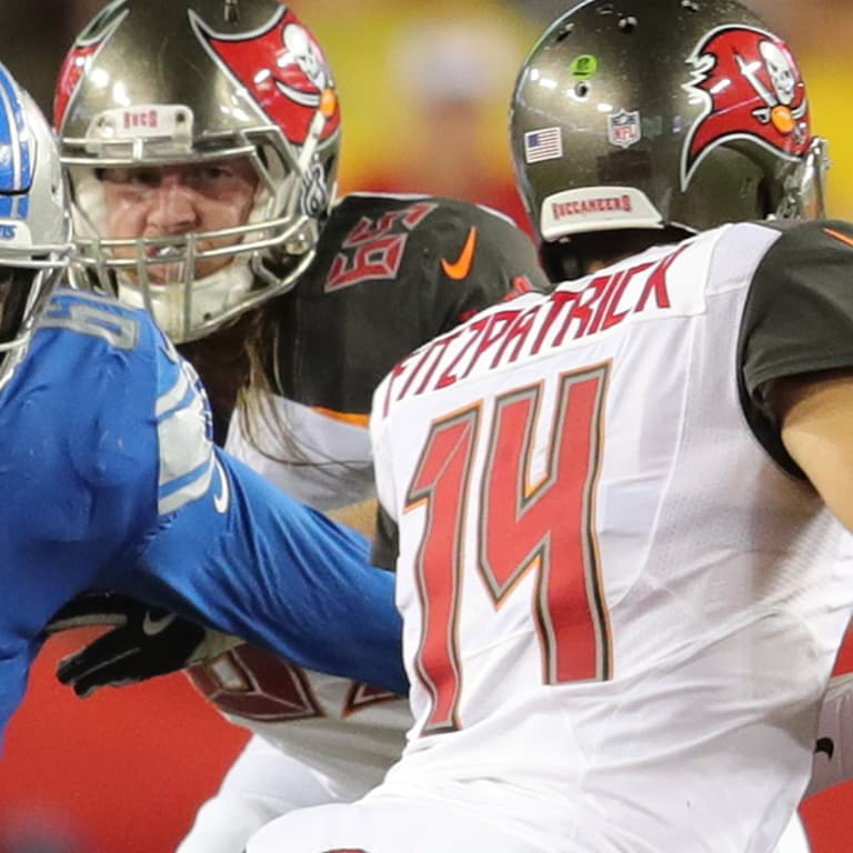 6d3052426 Detroit Lions defensive end Kerry Hyder Jr. (61) rushes the passer during a