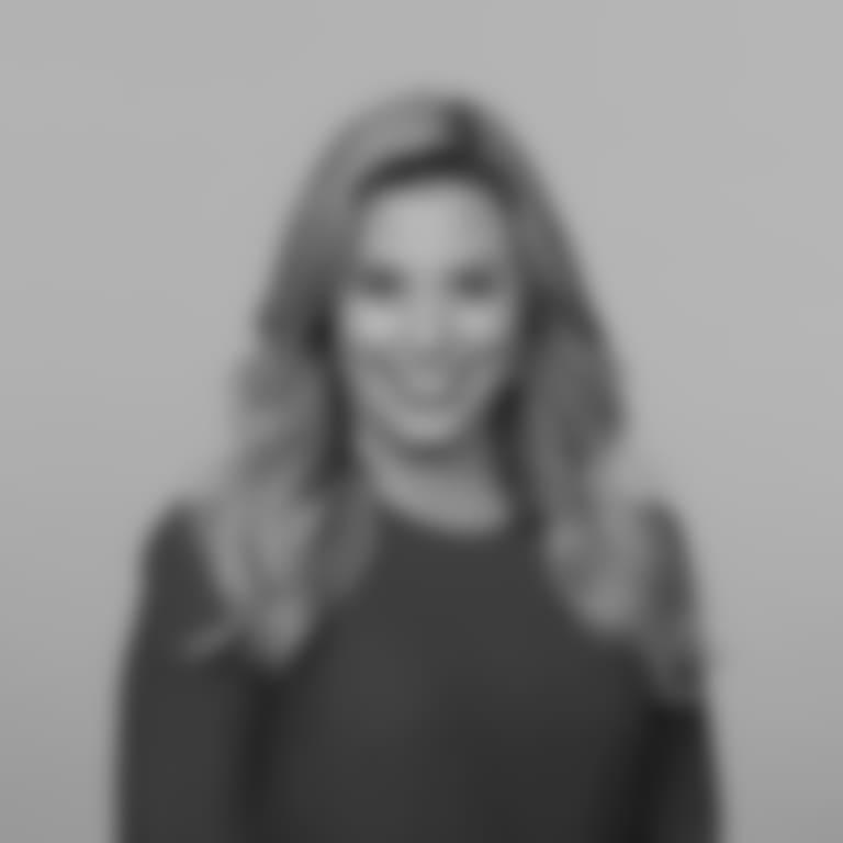 Headshot picture of Hayley Elwood