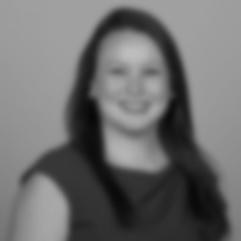Headshot picture of Courtney McKenna