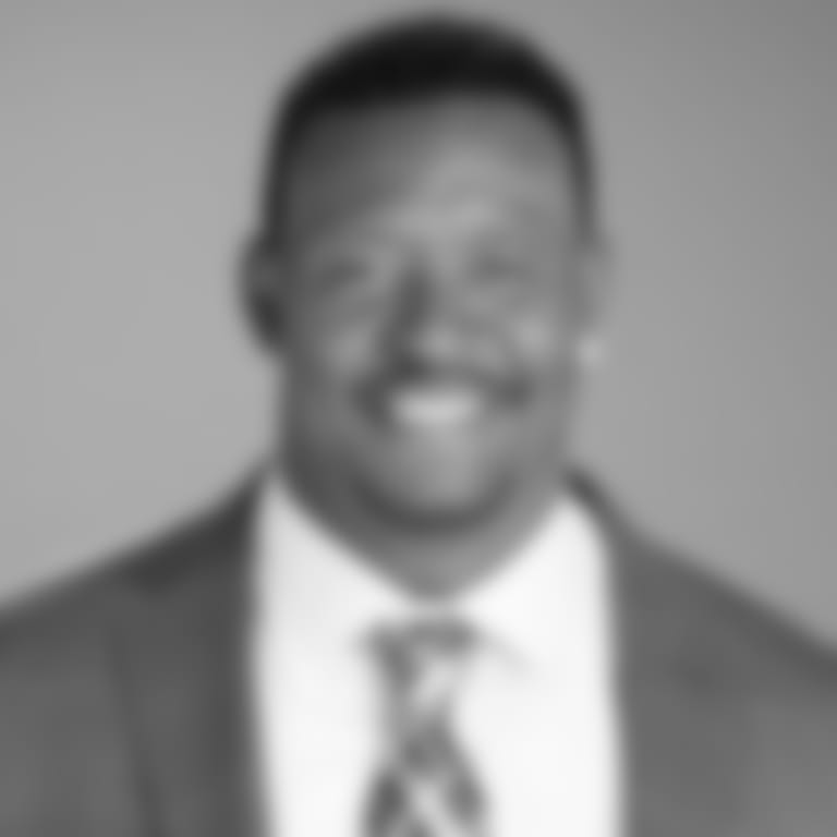 Headshot picture of Willie McGinest