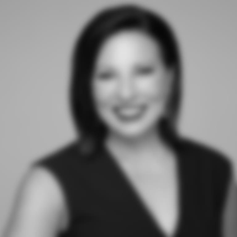 Headshot picture of Jen Mueller