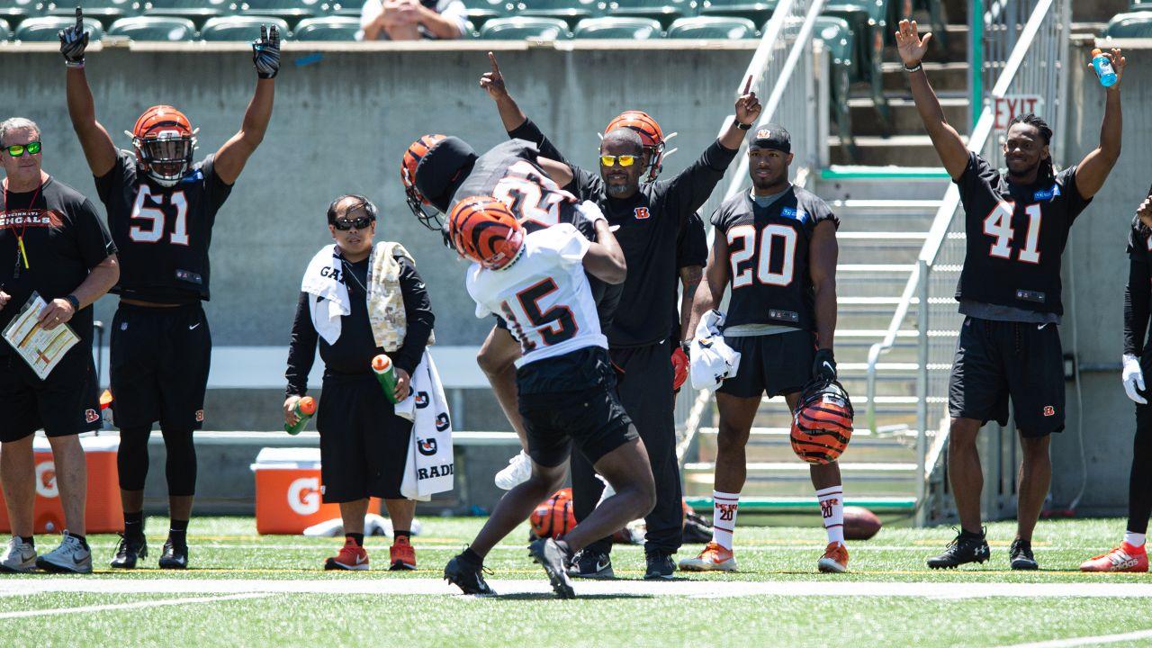 Defense celebrates after a William Jackson interception.