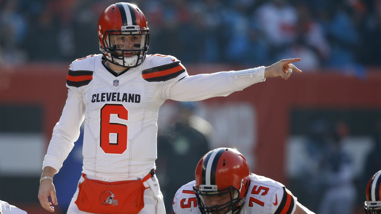 Cleveland Browns quarterback Baker Mayfield gives instruction to players  during the first half of an NFL 309fea606