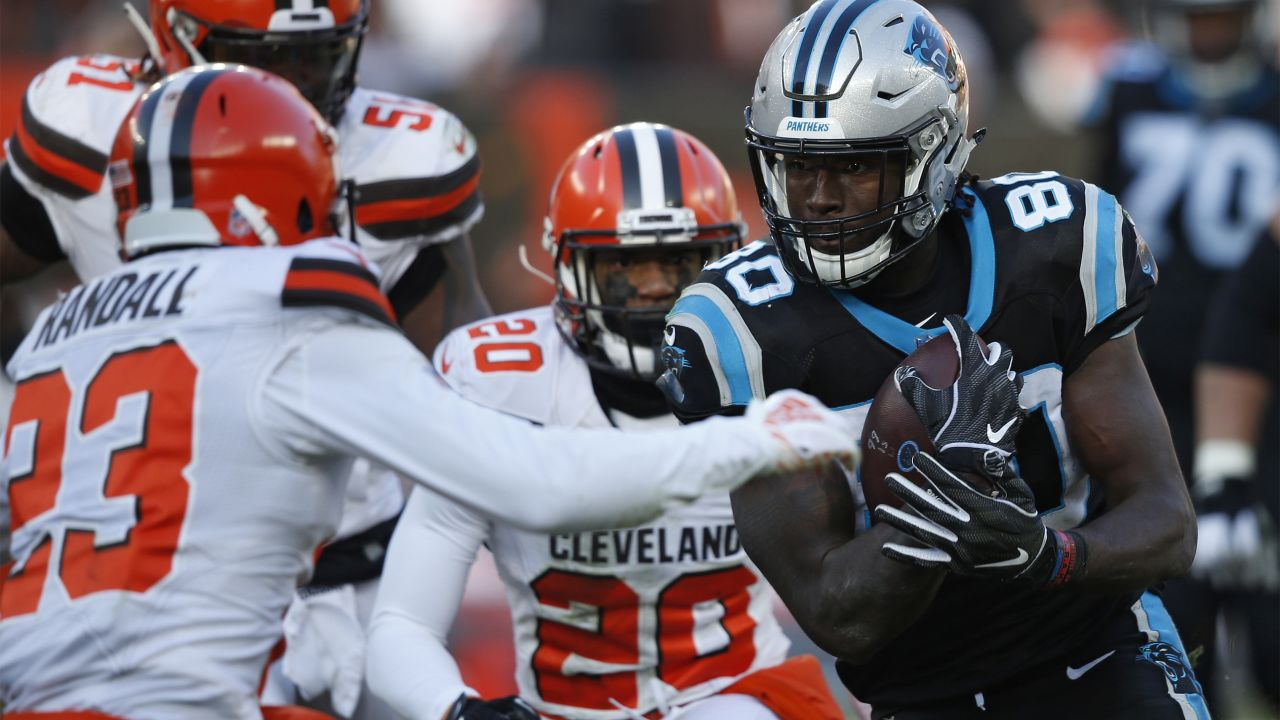 Carolina Panthers tight end Ian Thomas (80) rushes against the Cleveland  Browns during the 0a984c76e