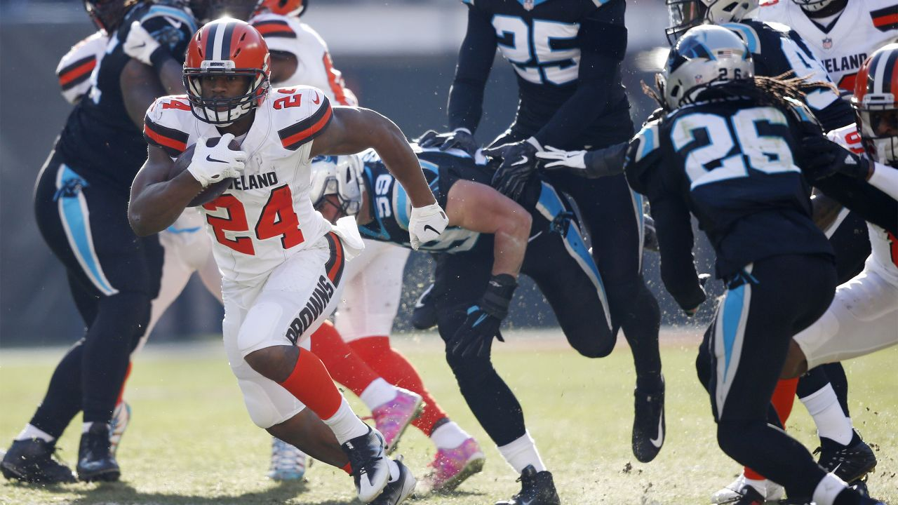 Cleveland Browns running back Nick Chubb (24) rushes during the first half  of an 58073ba7a